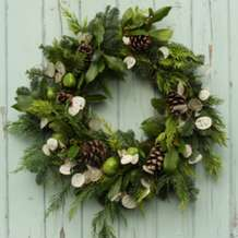 Learn-how-to-make-a-christmas-wreath-1477342320