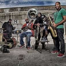 The-hot-8-brass-band-1486847875