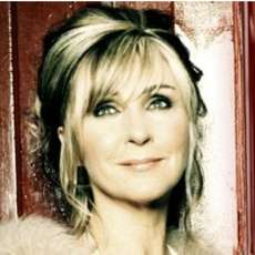Christmas-classics-with-lesley-garrett