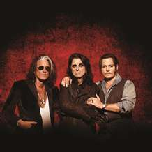 Hollywood-vampires-1518378970